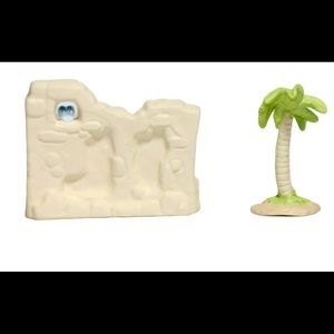 Precious moments wall and  palm tree accessory set
